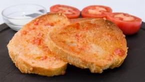 Geroosterd brood met knoflook en tomaat